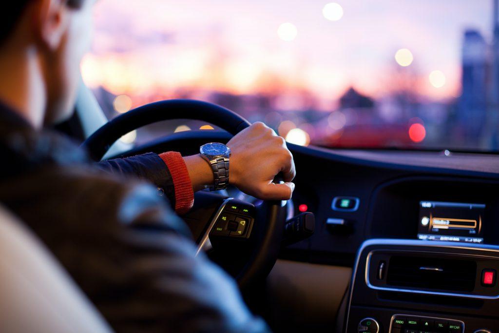 Optymalna trasa dojazdu do wielu klientów za jednym razem pozwala oszczędzić czas i pieniądze firmy.